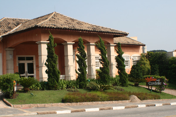 Hotel Cordialle oferece hotelaria de qualidade no centro da cidade, próximo ao centro de Exposições