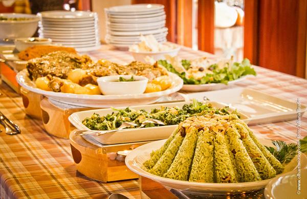 mesa-farta-de-delicias-arabes-caseiras