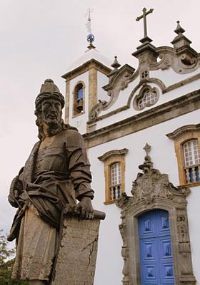 santuario-do-bom-jesus-de-matosinhos-com-esculturas-de-aleijadinho
